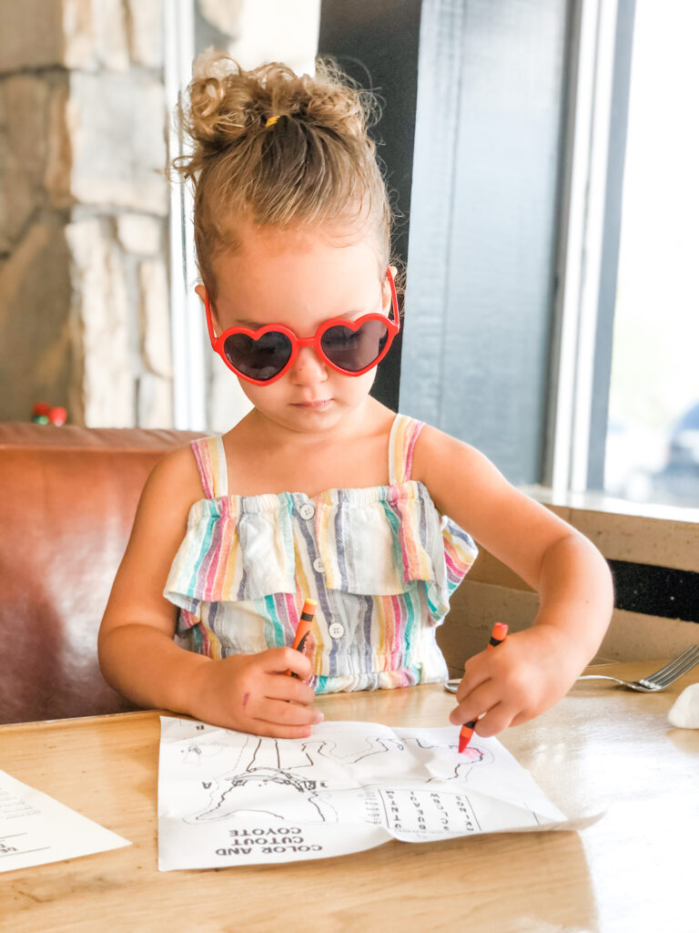 how to deal with kid tantrums dining out