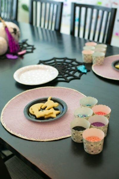 decorate vampirina cookies